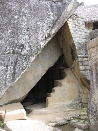 Machu cave1